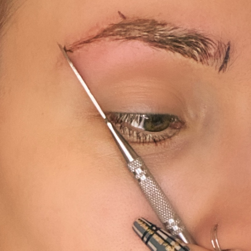 How to pluck brows at home